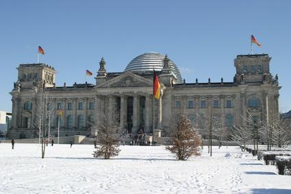 Berlin Reichstag im Winter mit Schnee